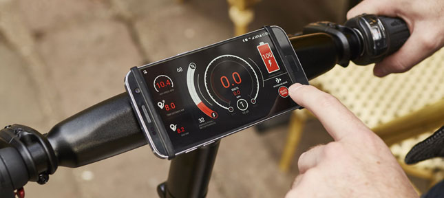 Mobilephone attached to handlebars showing the GoCycle App